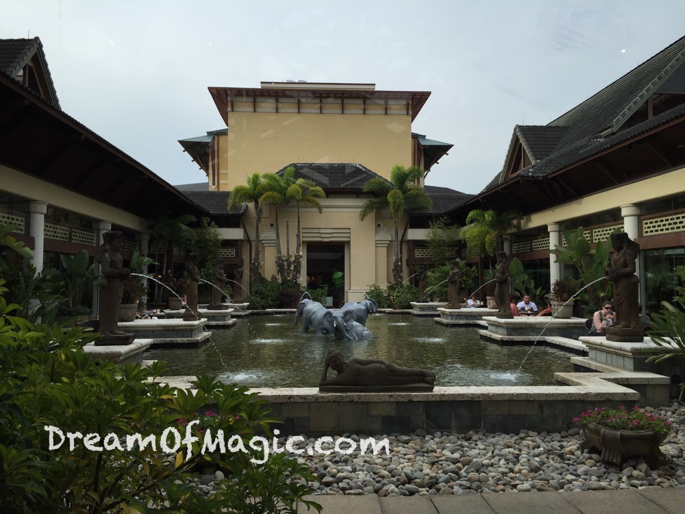 Royal Pacific Resort 2014-10-21-09-24-42 [iPhone 6]